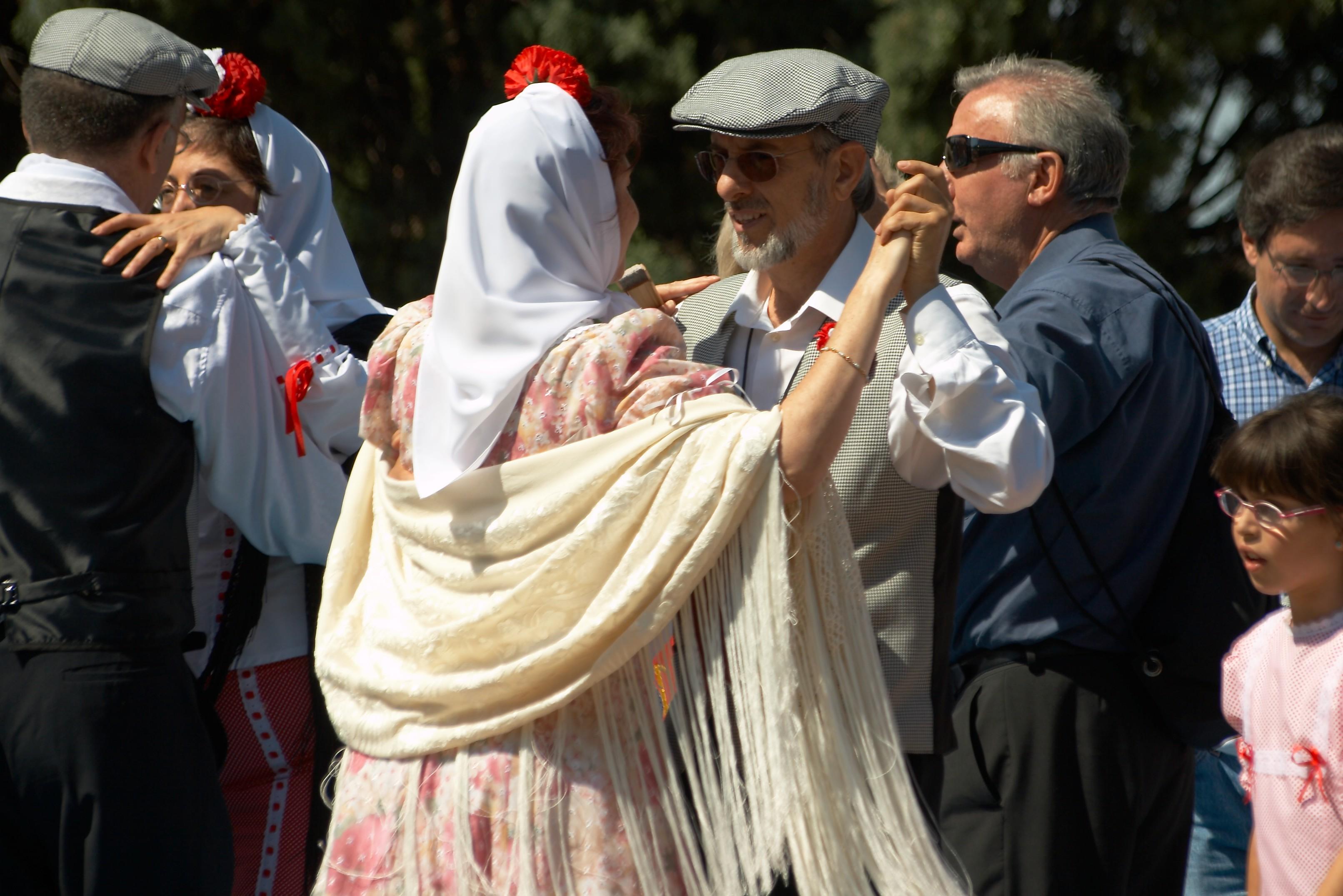 Chulapos bailando Chotis madrileño